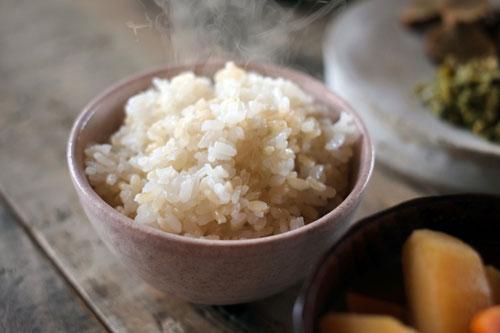 炊きたての玄米ご飯