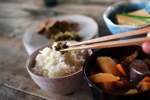 玄米ご飯のある食卓