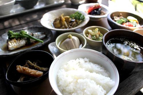 美味しそうなお米のある食卓