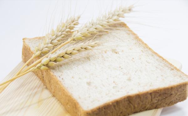 全粒粉を使ったパンの写真
